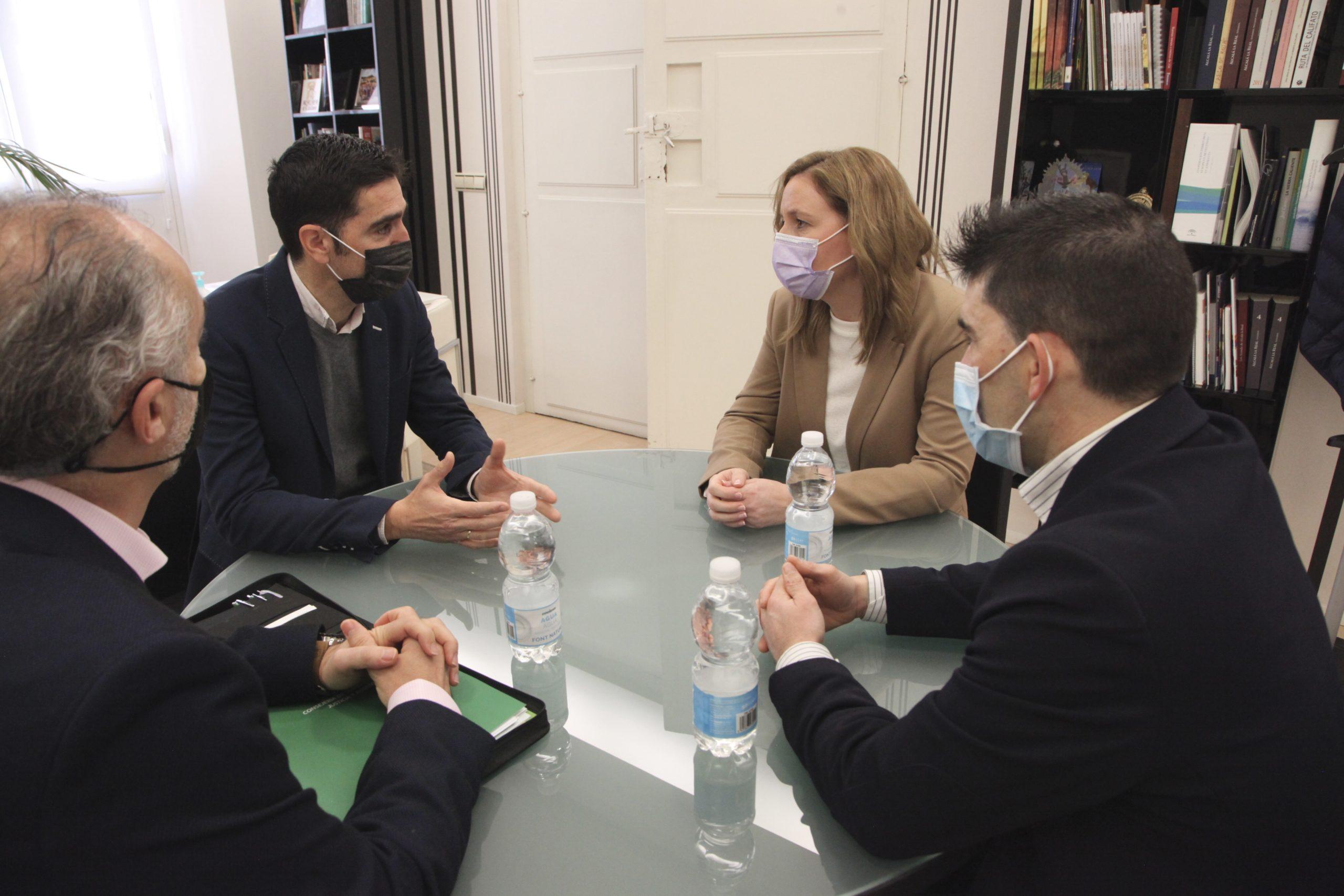 Marian Adan en alcaldia con Marino Aguilera y Angel Montoro